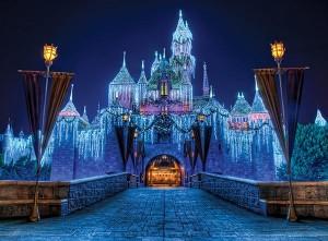 Disneyland_Christmas_Castle-disney.wikia.com